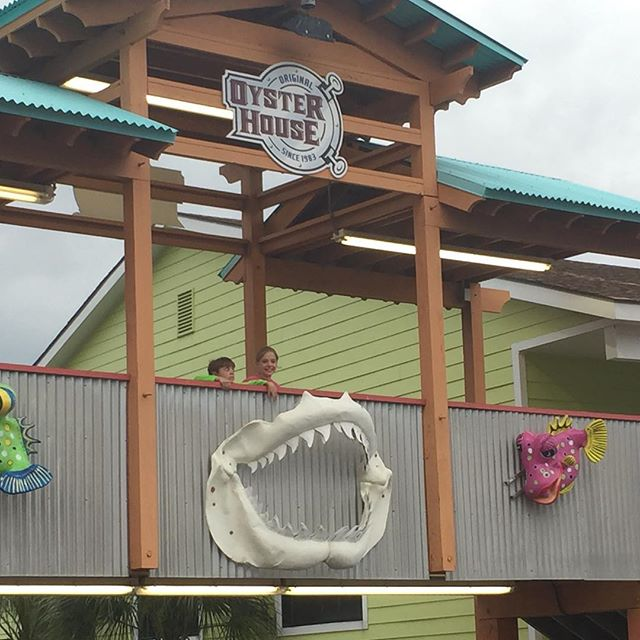 Summer days in Gulf Shores. Eating dinner at the Oyster House and shopping at the boardwalk area is lots of fun. #Oysterhouse  #restaurants #beachday #kidsfun #gulfshores