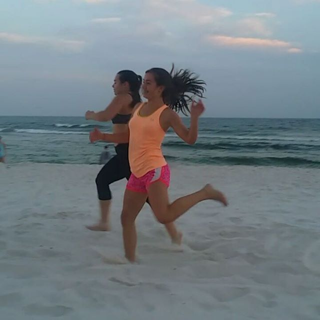 Competitive sisters having a sprint at the Orange Beach Condo  #orangebeachcondo #condorentalorangebeach #orangebeach #gulfshores #regencyisle